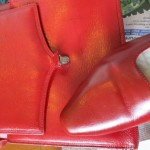 Dyeing leather shoes